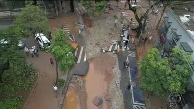 Sobe para 55 o número de mortos nos temporais em Minas Gerais - Só no mês de janeiro choveu quase 60% do esperado para o ano inteiro. A prefeitura de Belo Horizonte já começou os serviços de limpeza. O governo do estado anunciou que vai liberar uma verba de R$ 200 milhões pra cidade.