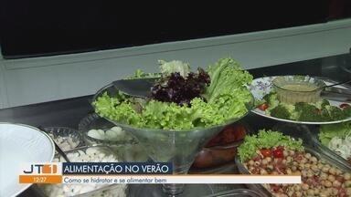 Especialistas dão dicas para se hidratar e se alimentar bem no verão - Boa alimentação pode para evitar complicações de saúde.