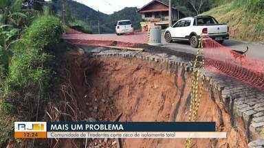 Comunidade de Tiradentes, em Nova Friburgo, RJ, corre risco de isolamento total - Assista a seguir.