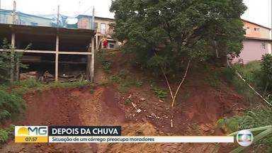 Correnteza do Córrego do Cercadinho causa deslizamento de terra no bairro Havaí, em BH - Pessoas que estão na área de risco disseram que não vão sair de casa.