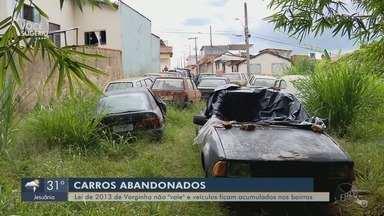 Carros abandonados nas ruas preocupam moradores de Varginha - Carros abandonados nas ruas preocupam moradores de Varginha