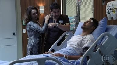 Jorginho recebe a visita da família no hospital - Max não é bem vindo e é expulso por Tufão