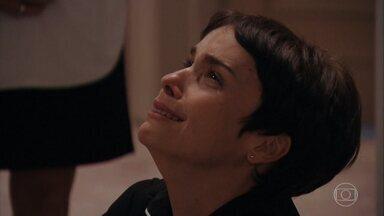 Capítulo de 31/01/2020 - Nina se humilha para não ser demitida. Carminha tenta intrigar Tufão contra Nina. Nina chega à oficina de Santiago