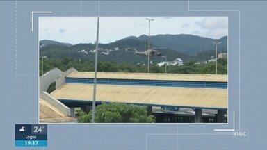 Assalto em distribuidora de gás movimenta polícia em Florianópolis - Crime foi no bairro Trindade e helicóptero da PM ajudou nas buscas aos bandidos