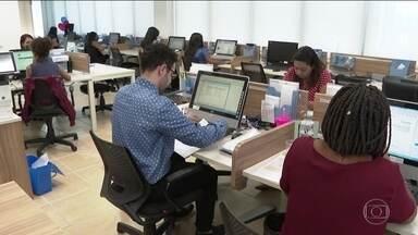 Após 4 anos em queda, vagas com carteira assinada voltam a crescer - Empregos formais aumentaram 1,8% em relação ao trimestre anterior. Essa foi a maior taxa de crescimento desde 2012.