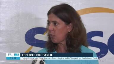 Ex-jogadora de vôlei de praia e medalhista olímpica, Jackie Silva realiza oficina no Farol - O RJ2 traz a programação esportiva do Farol para o fim de semana.