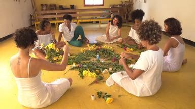 Coletivo feminino mostra sua tradição ao preparar oferendas para Iemanjá - Coletivo feminino mostra sua tradição ao preparar oferendas para Iemanjá