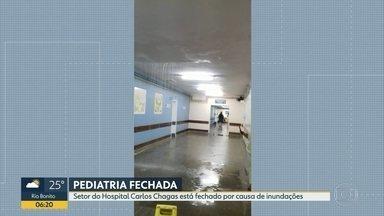 Setor de pediatria do hospital Carlos Chagas é interditado por causa da chuva - Por causa do temporal do início da semana, parte da pediatria ficou destruído. Funcionários fizeram imagens que mostram água descendo pelo teto do local. O setor de pediatria está fechado desde a manhã de terça-feira (4).