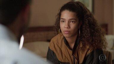 Verena está decidida a provar para Álvaro que não mentiu - Ela afirma que precisa encontrar o homem que a salvou