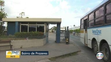 Ônibus registram atrasos após protesto de motoristas e cobradores em garagem - Profissionais ligados à empresa Vera Cruz cruzaram os braços no começo da manhã e coletivos só começaram a sair por volta das 6h.