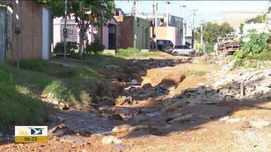 Ruas sem saneamento estão intrafegáveis em Balsas - Tem bairro onde o tráfego de veículos está bastante prejudicado por causa das crateras que se abrem com a enxurrada