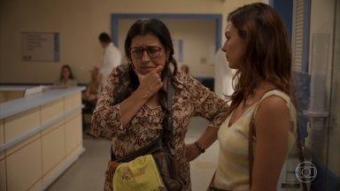 Betina conta para Lurdes que Tânia é irmã de Eunice - Ela revela que a enfermeira faleceu um dia após se aposentar
