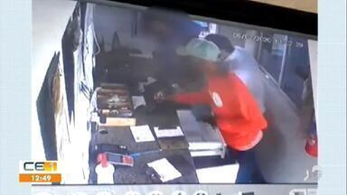 Bandidos assaltam posto de gasolina em Iguatu; Polícia troca tiros com bandidos em Iguatu - Saiba mais no g1.com.br/ce