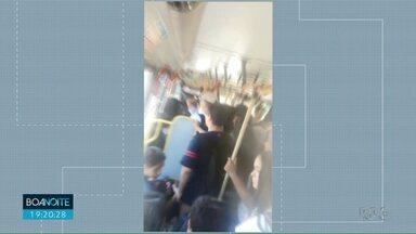 Pais reclamam do ônibus expresso escolar - De acordo com os pais os ônibus estão indo lotados.