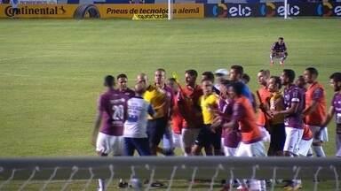 Caxias repudia atos de violência ocorridos no último jogo contra o Botafogo - Funcionário que se envolveu em confusão com o árbitro pediu demissão.