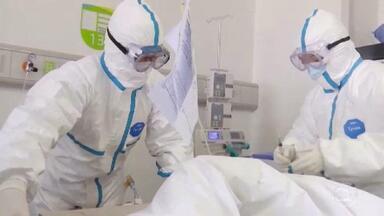 Novo coronavírus já matou mais de mil pessoas no mundo todo - Na China, a população tenta retomar a rotina com o fim do feriado, que foi prolongado pelo surto do coronavírus.
