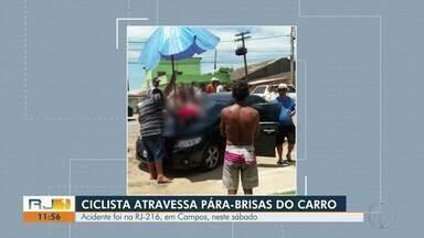 Ciclista bate de frente com carro e atravessa para-brisa do veículo na RJ-216, em Campos - Colisão aconteceu na tarde deste sábado (8) no km 23 da rodovia, próximo à localidade de Ponto de Coqueiros. Vítima de 60 anos foi levada para o Hospital Ferreira Machado.