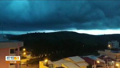 Chuva assusta moradores do Norte e Noroeste do ES - Colatina e Linhares tiveram chuva com raios e trovoadas.