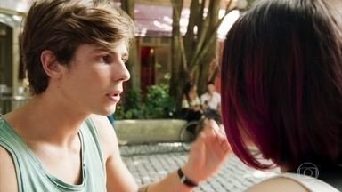 Andressa ignora Henrique - Fafi garante ao rapaz que seu plano está dando certo