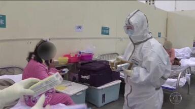 China muda metodologia e cidade epicentro do coronavírus registra mais 242 mortes em 1 dia - Na quarta-feira (12), Hubei, epicentro da epidemia, registrou o maior número de mortos em um só dia: 242 e quase 15 mil novos casos. Aumento assustador se deve a uma mudança na forma de diagnosticar a doença.