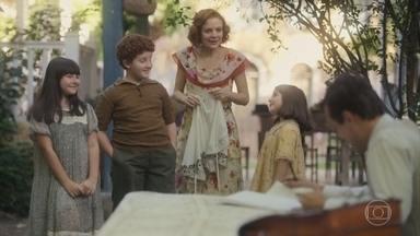 Olga e as crianças estão na expectativa do retorno de Clotilde - Maria se preocupa por ela ter deixado Lola só nesse período de luto
