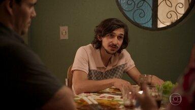 Elias manipula Lurdes - Ele provoca a babá ao falar sobre sua suposta mãe adotiva