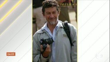 Polícia busca pistas dos assassinos do jornalista Leo Veras - Ele jantava com a família quando foi morto no quintal de casa, na fronteira do Brasil com o Paraguai.
