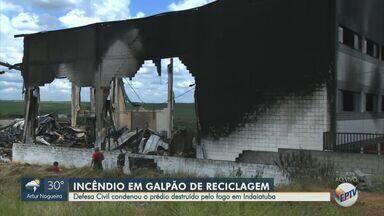 Defesa civil condena prédio destruído pelo fogo em Indaiatuba - O incêndio no galpão de reciclagem destruiu a estrutura e deve ser demolido.