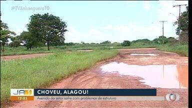 Moradores reclamam de avenida se asfalto que fica alagada durante as chuvas - Moradores reclamam de avenida se asfalto que fica alagada durante as chuvas