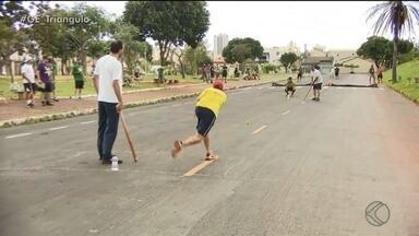 Competição de bete une gerações e lembranças em Uberlândia - Esporte geralmente praticado na rua resgata infância de muitos em campeonato na cidade