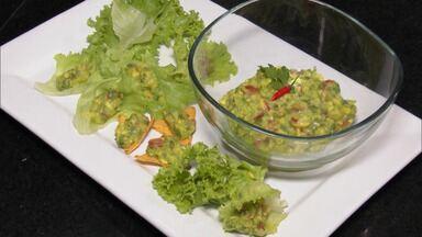 Veja esta receita especial de Guacamole com um toque brasileiro - Quem ensinou foi o chefe de cozinha Olívia Fernandes.