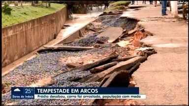 Prefeitura de Arcos decreta situação de emergência após forte chuva - Um canal transbordou e inundou diversas casas e uma residência de dois andares desabou.
