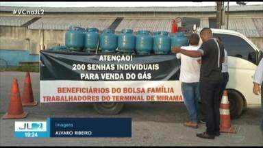 Petroleiros vendem botijão de gás a R$40 em forma de protesto em Belém - A manifestação é contra a possibilidade do governo federal privatizar a Petrobrás.