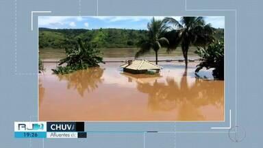 Chuva volta a assustar o norte e noroeste fluminense - Cidades como Itaperuna e Santo Antônio de Pádua tiveram novamente as ruas alagadas, e em Varre-Sai oitenta por cento das estradas estão intransitáveis.