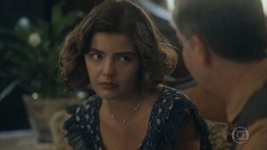 Lili fica decepcionada ao saber que Julinho não vai mais para São Paulo - Genu se orgulha de ver o filho fardado e pede que Lúcio se cuide
