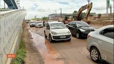 Chuva provoca muitos transtornos em Fortaleza - Bairros ficaram alagados e carros ilhados e depois que o temporal passou, sobrou muita lama e poças d'água pra quem precisou ir trabalhar.