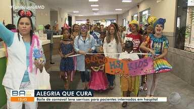 Pacientes e pessoas com deficiência participam de baile de carnaval - Confira.