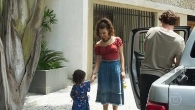 Rui convida Rita e Nina para dormirem em sua casa - O pai biológico de Nina faz uma ameaça velada a Rita