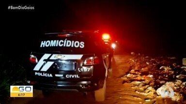 Suspeitos morrem em confronto com a PM - Na troca de tiros, viatura da polícia ficou com marca de bala.