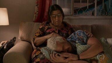 Lurdes consola Ryan após rapaz saber das mentiras de Elias - undefined