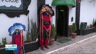 Caretas invadem ruas de Triunfo - Personagens levam mistério e muita alegria.
