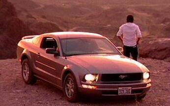 ROTA 66 - Quem curte viajar de carro com certeza já teve aquela vontade de pegar estrada só pra arejar a cabeça. Que tal fazer isso num Mustang Zero Km?