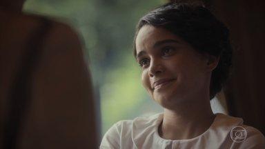Inês tenta conter o sofrimento de Alfredo - Eles conversam e ele tenta reencontrar o sentido das coisas