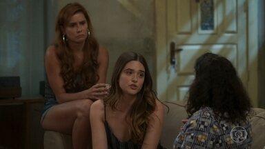 Luna garante a Ermelinda que Ivo não suspeitou de que elas estão em São Paulo - Alexia e Kyra lamentam por terem que esperar até que a polícia prenda o chefão do esquema de Dominique para finalmente saírem do programa de proteção