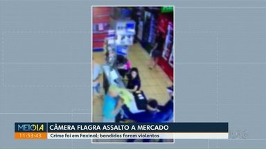 Câmera flagra assalto a mercado em Faxinal - De acordo com testemunhas, bandidos foram violentos.