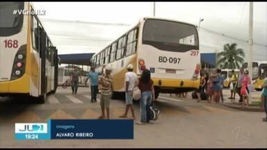 Abrigos começam a ser instalados no terminar do BRT Maracacuera, em Icoaraci - Prefeitura prometeu resolver o problema até fevereiro, mas ainda há reclamações.