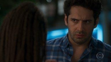 Zezinho se arrepende de ter beijado Bel - Luna desabafa com Ermelinda sobre o que aconteceu na casa de Téo e Helena