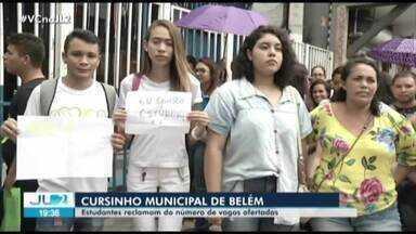 Estudantes se surpreendem com fim de vagas de cursinho pré-vestibular municipal de Belém - A falta de vagas causou muita reclamação.