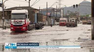 São Vicente volta a ficar alagada após fortes chuvas - Prefeitura diz que fará obras para amenizar as enchentes.