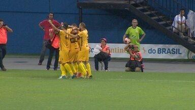 Diego Torres recebe cruzamento de Vitinho e abre o placar - Diego Torres recebe cruzamento de Vitinho e abre o placar